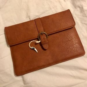 NWOT Faux Leather Universal Thread Clutch